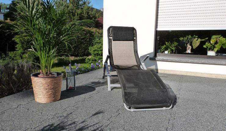 Terrasse pour se relaxer WARCO Bodenbeläge Balcon, Veranda & Terrasse modernes
