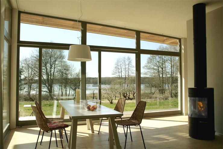 Sommerhaus PIU 65 SOMMERHAUS PIU - YES WE WOOD Skandinavische Esszimmer Holz