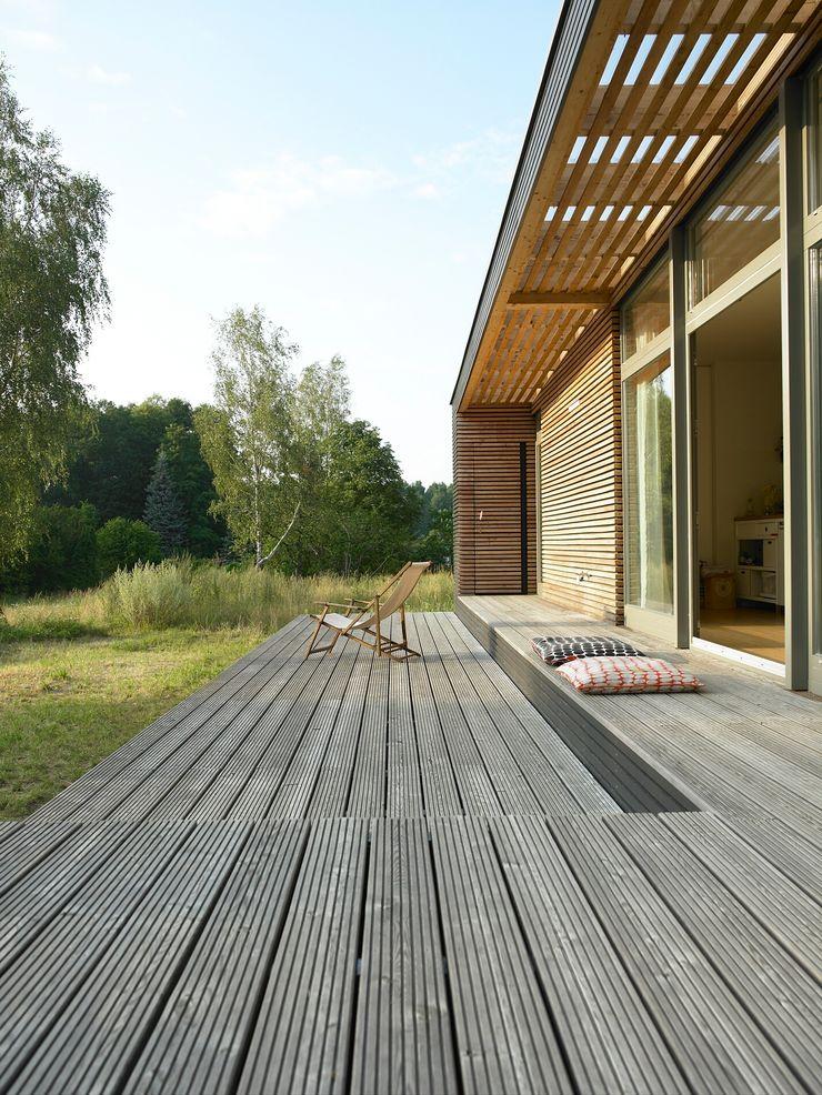 Terrasse / Terrace SOMMERHAUS PIU - YES WE WOOD Fertighaus Holz