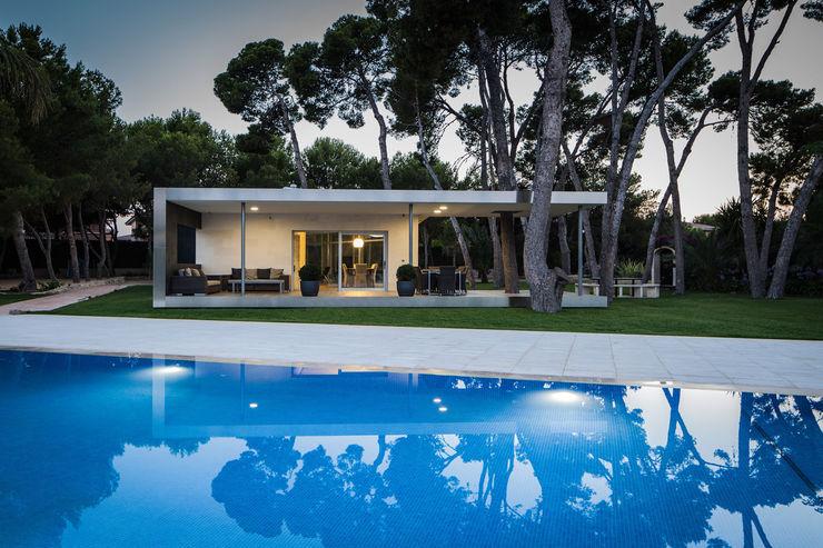 Pabellón entre Pinos e2b arquitectos Casas de estilo moderno