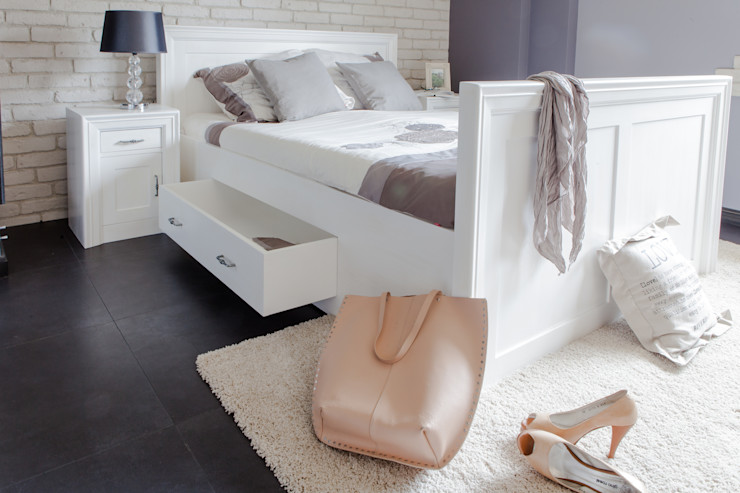 Massiv aus Holz 臥室床與床頭櫃