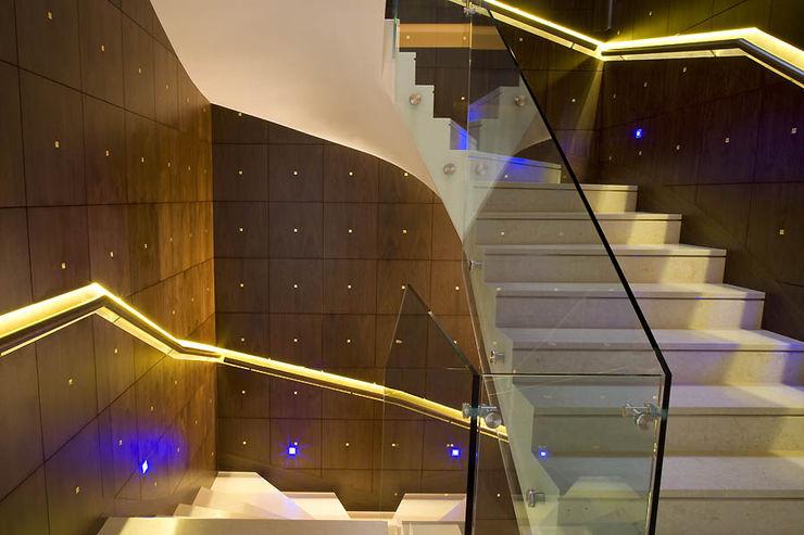 Zbigniew Tomaszczyk Decorum Architekci Sp z o.o. Modern corridor, hallway & stairs