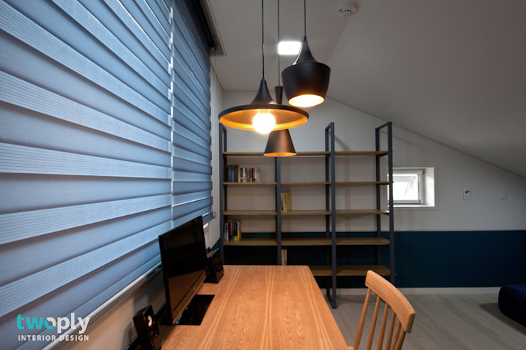 가족을 위한 단독주택 디자인투플라이 모던스타일 서재 / 사무실