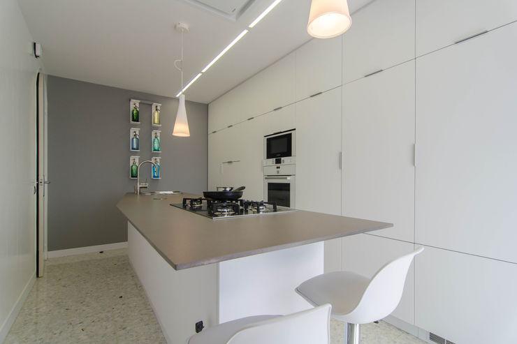 Trestrastos Modern style kitchen