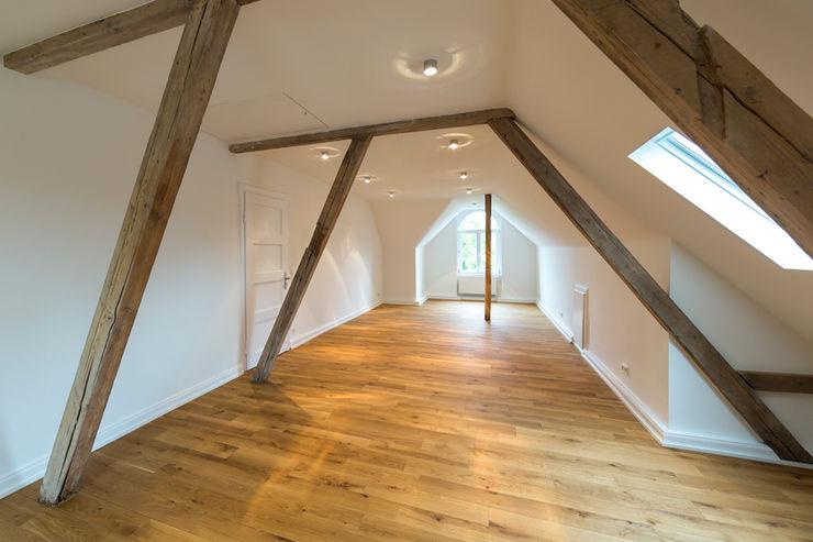 Das Dachgeschoss nach der Sanierung Wohnwert Innenarchitektur Moderne Esszimmer