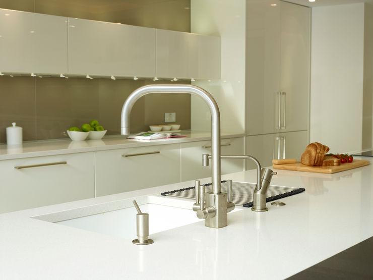 MR & MRS SAMUEL'S KITCHEN Diane Berry Kitchens Modern