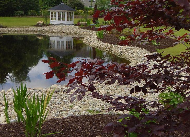 """""""By the waters edge"""" Kevin Cooper Garden Design Garten im Landhausstil"""