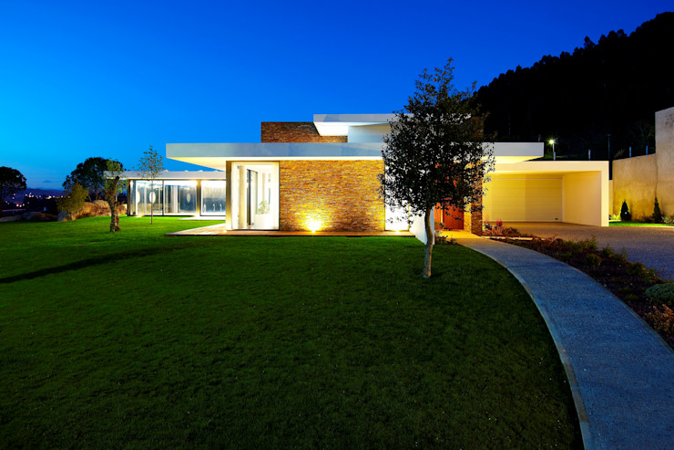 Risco Singular - Arquitectura Lda Minimalist houses