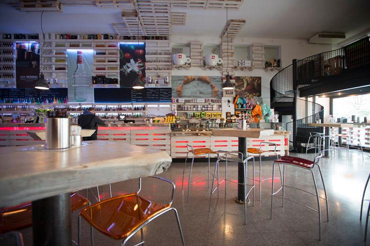 Il bancone BRENSO Architecture & Design Gastronomia in stile eclettico