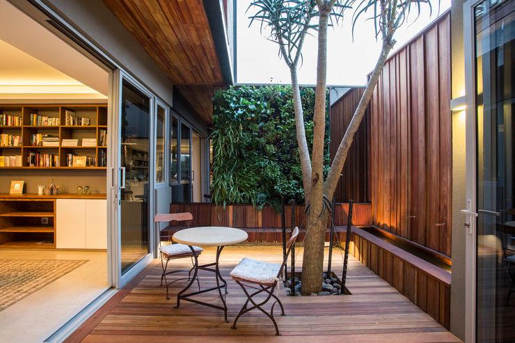 Albizia House Metropole Architects - South Africa Balcones y terrazas de estilo moderno