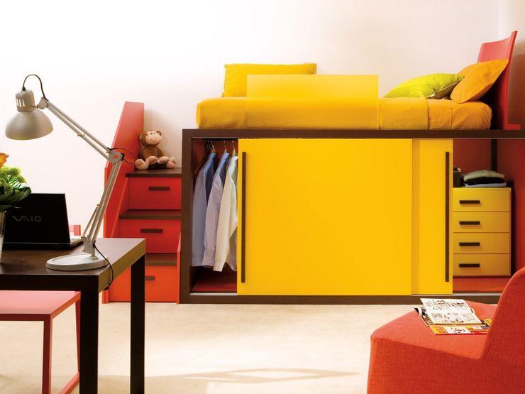 Hochbett mit Kleiderschrank von dearkids MOBIMIO - Räume für Kinder Moderne Kinderzimmer