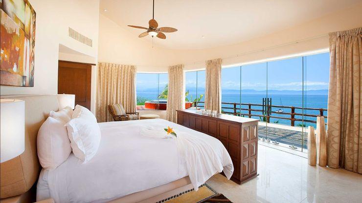 Casa Mariposa arqflores / architect Dormitorios tropicales