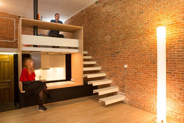 Loft ANDRÉS BORREGO. Madrid Beriot, Bernardini arquitectos Pasillos, vestíbulos y escaleras de estilo minimalista