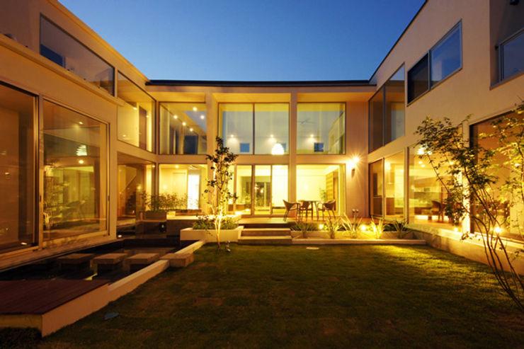 回廊が家族をつなぐ家 TERAJIMA ARCHITECTS/テラジマアーキテクツ モダンな庭