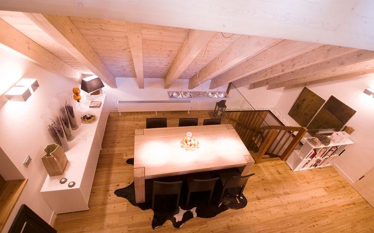 Appartamento B+T Architetto Beltrame Claudio Sala da pranzo in stile scandinavo