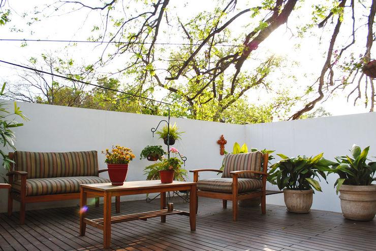 CORTéS Arquitectos Rustic style balcony, porch & terrace