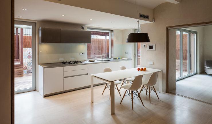 Dúplex en Gracia ZEST Architecture Comedores de estilo moderno