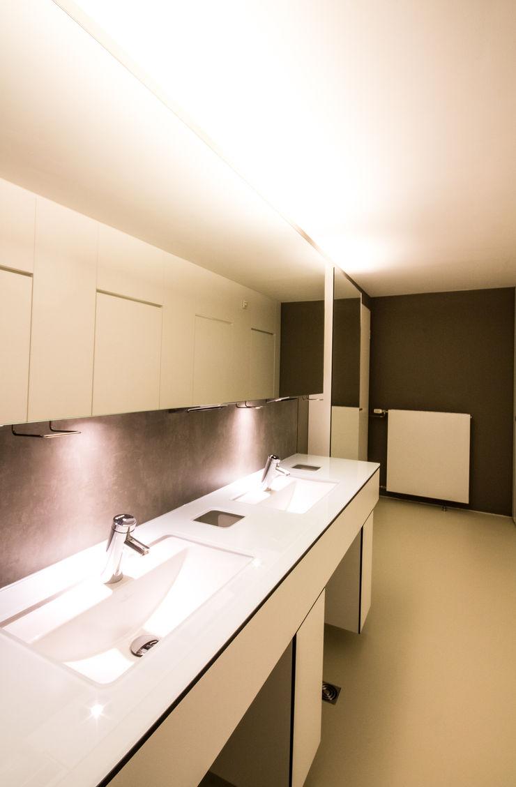 Modernisierung einer WC-Anlage in einer Landesgeschäftstelle einer Wohlfahrtsorganisation insa4 ingenieure sachverständige architekten Moderne Bürogebäude