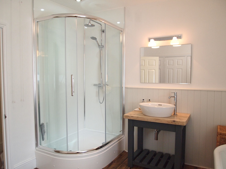 homify Country style bathroom
