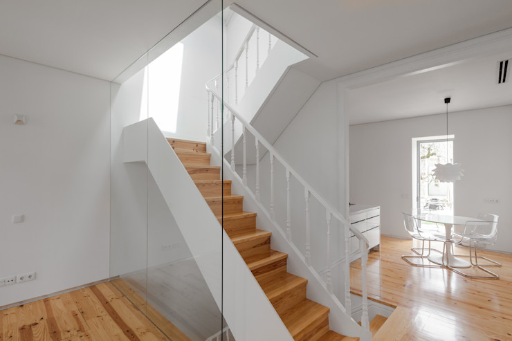 The Three Cusps Chalet Tiago do Vale Arquitectos Eclectic style corridor, hallway & stairs