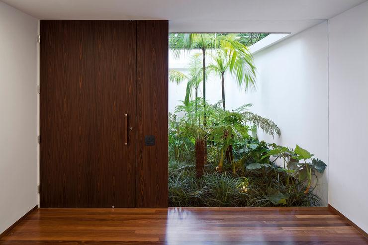 Pascali Semerdjian Arquitetos Modern windows & doors