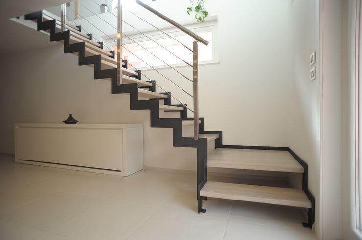 Realizzazioni Tecnoscale Ingresso, Corridoio & Scale in stile moderno