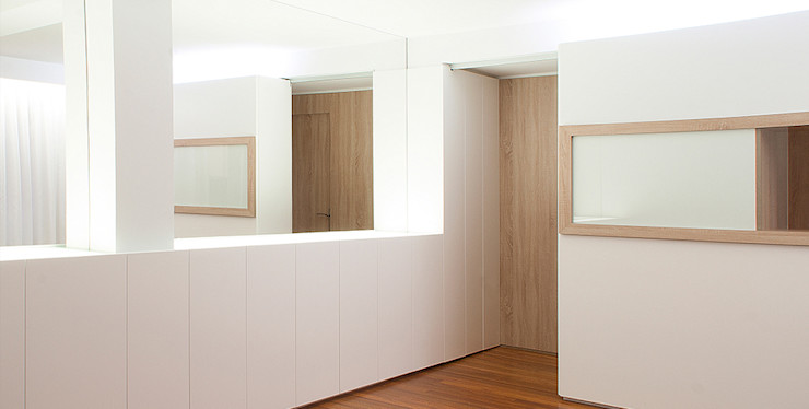 Estudio TYL Corredores, halls e escadas modernos
