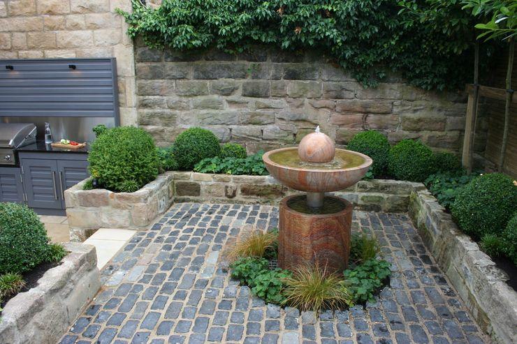 Urban Courtyard for Entertaining Bestall & Co Landscape Design Ltd Сад