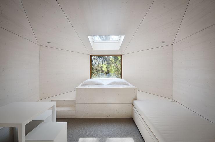 RA\\ Rebelo de Andrade Hoteles de estilo minimalista