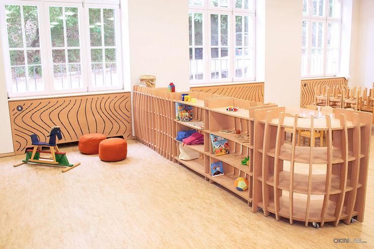 Kita Blümchen - Mobiles Regalsystem form.bar Moderne Schulen Holzwerkstoff Beige