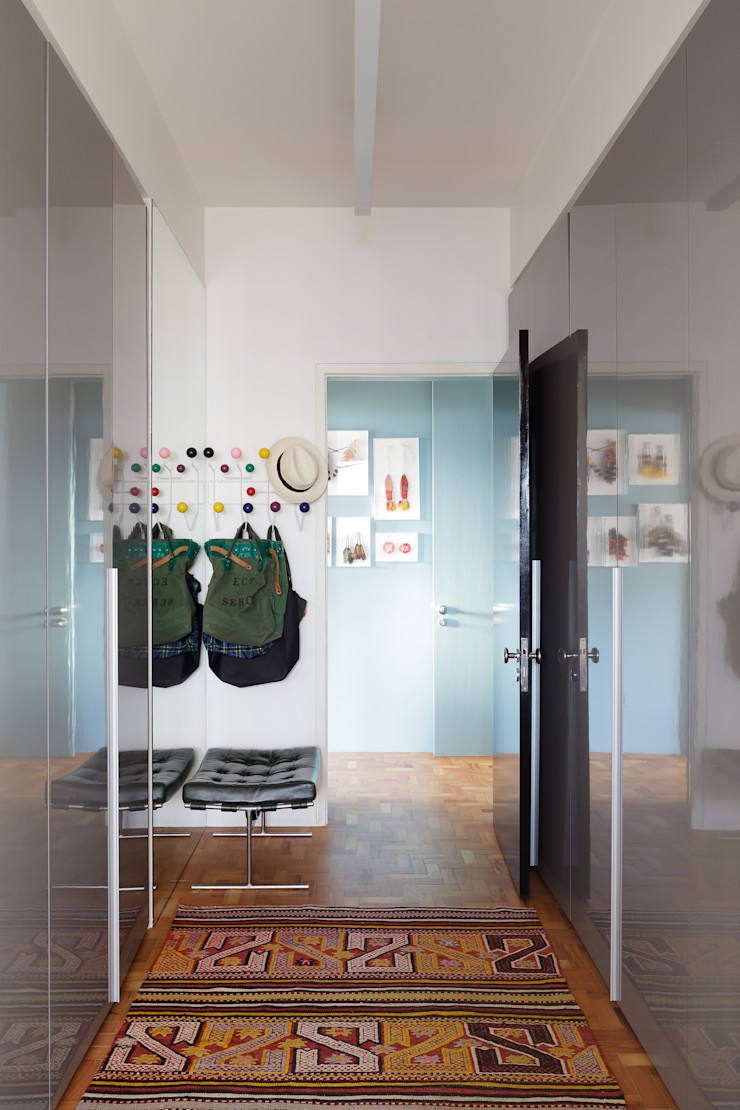 Mauricio Arruda Design Corredores, halls e escadas ecléticos