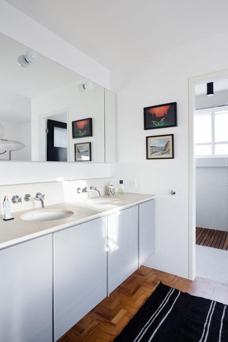 Mauricio Arruda Design Casas de banho ecléticas