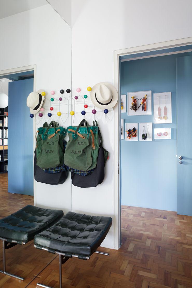 Mauricio Arruda Design Paredes e pisos ecléticos