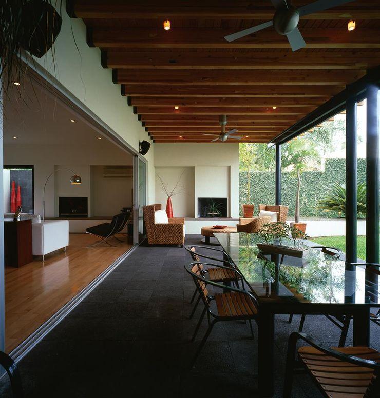 Taller Luis Esquinca Modern balcony, veranda & terrace