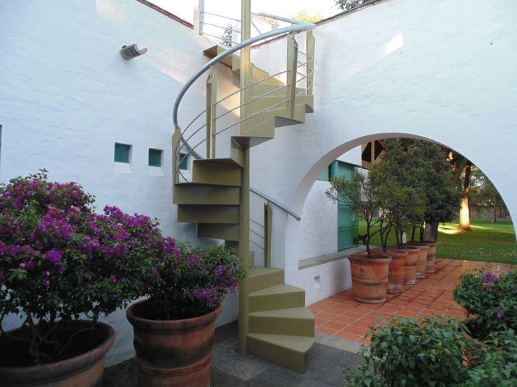 Taller Luis Esquinca Pasillos, vestíbulos y escaleras de estilo moderno