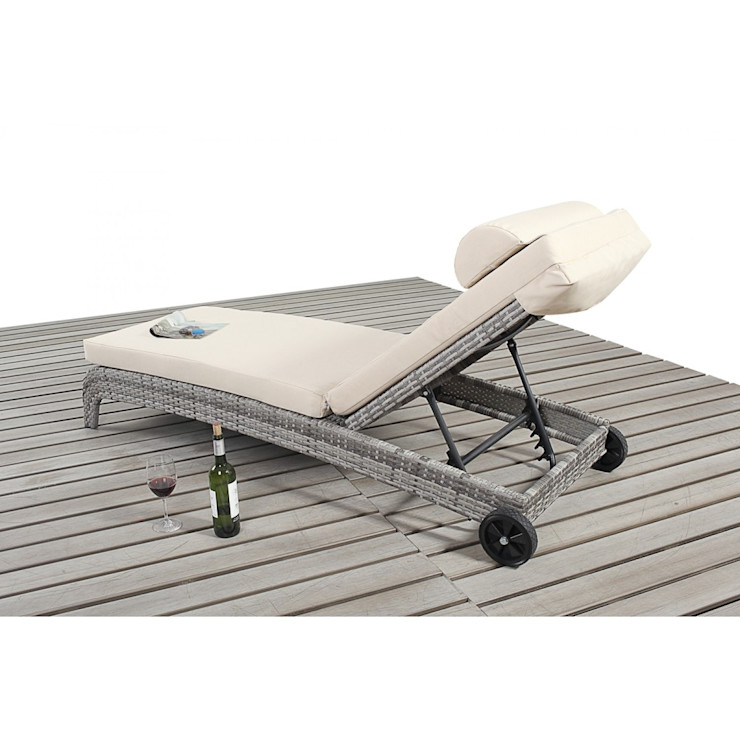 Bonsoni Sun Lounger - Colour: Brown - Comes with an adjustable 3 position backrest and a thick cushion Rattan Garden Furniture homify Garden Furniture