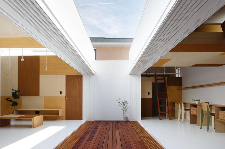Idokoro ma-style architects Minimalist corridor, hallway & stairs
