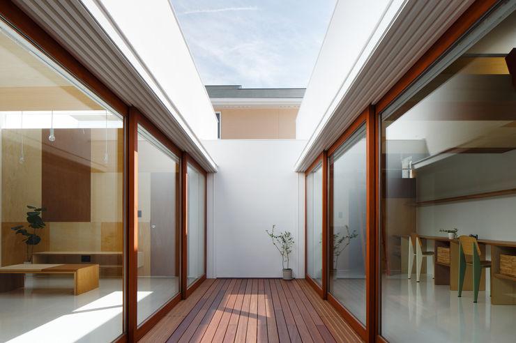 Idokoro ma-style architects Pasillos, vestíbulos y escaleras minimalistas