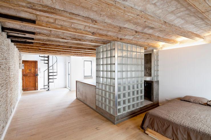 SALA Alex Gasca, architects. Pasillos, vestíbulos y escaleras de estilo mediterráneo