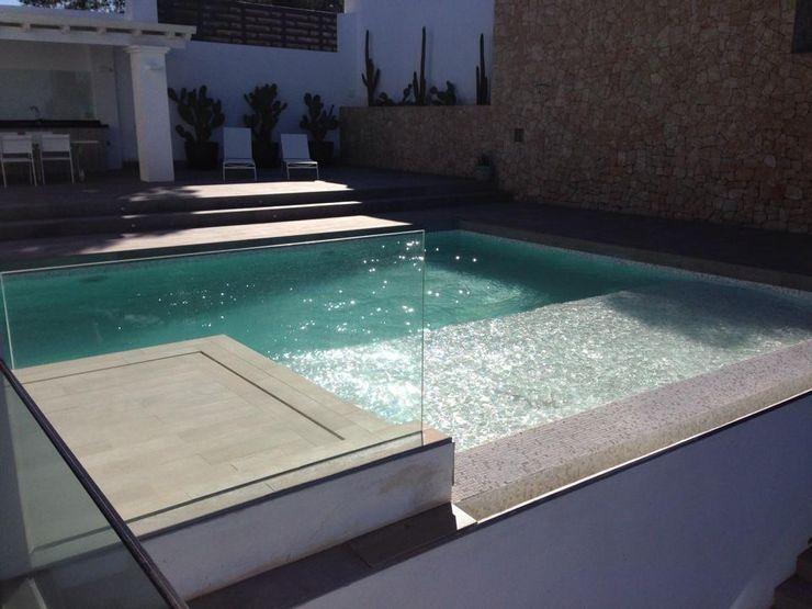 Reforma y ampliación de una vivienda unifamiliar en Ibiza Ivan Torres Architects Piscinas de estilo moderno