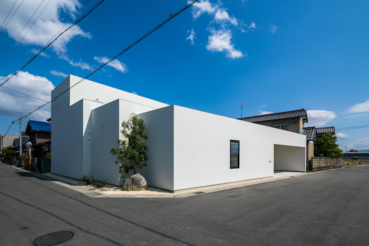 two household home - SUNOMATA 武藤圭太郎建築設計事務所 モダンな 家 白色