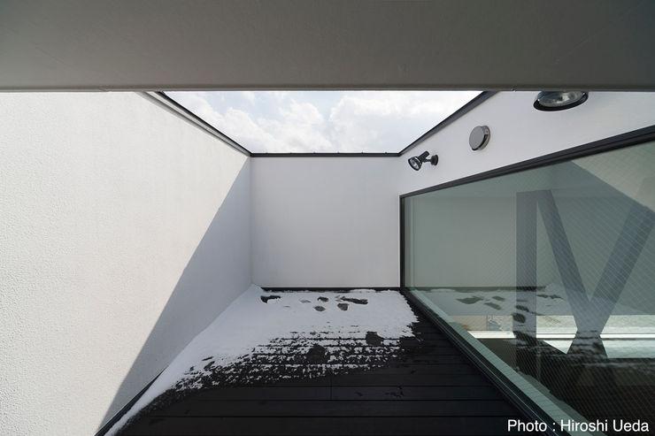 屋上バルコニー 石川淳建築設計事務所 モダンデザインの テラス