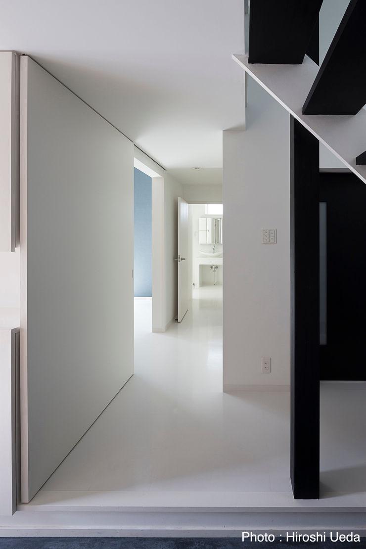 1階廊下 石川淳建築設計事務所 モダンスタイルの 玄関&廊下&階段