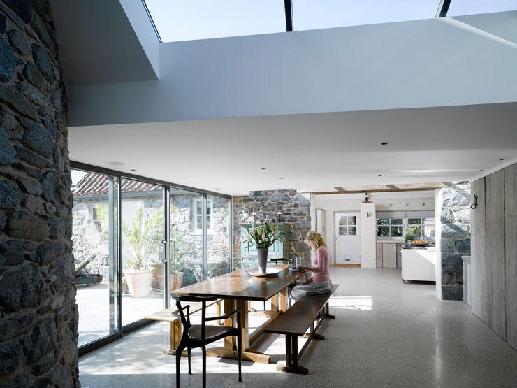 Les Jenemies JAMIE FALLA ARCHITECTURE Moderne eetkamers