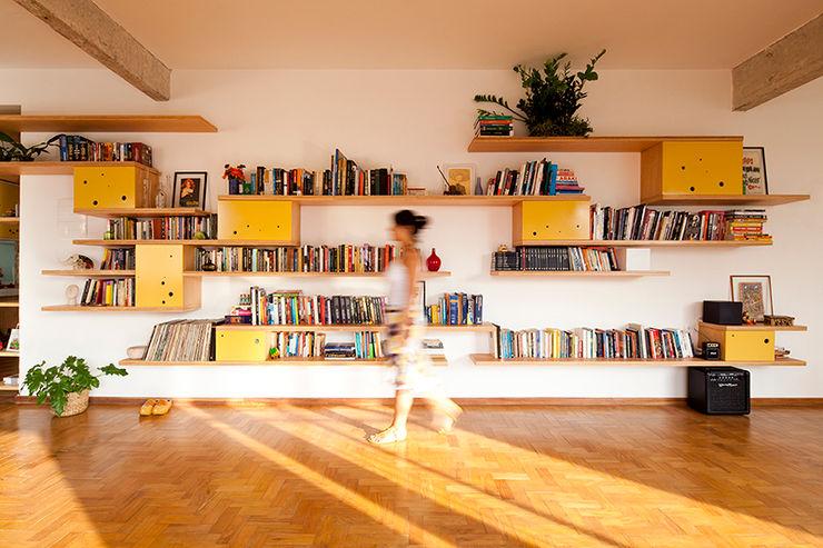 APARTAMENTO APINAGÉS Zoom Urbanismo Arquitetura e Design Salas de estar ecléticas