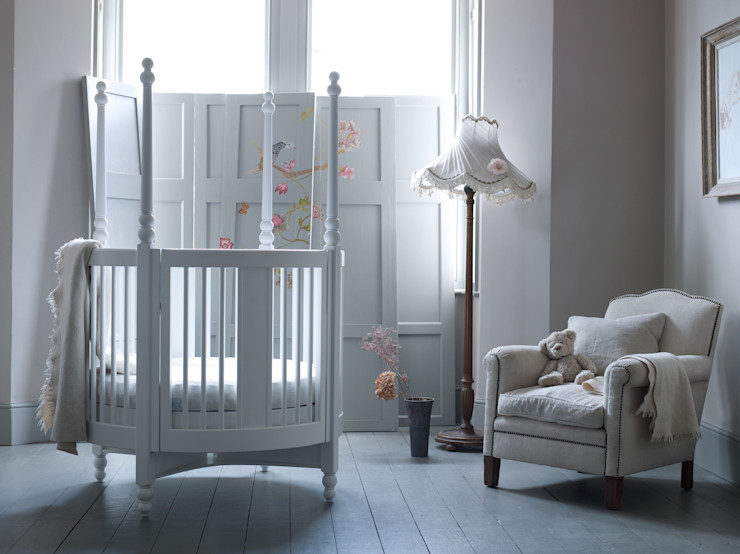 Four Poster Round Cot Adorable Tots Chambre d'enfantsLits & Berceaux