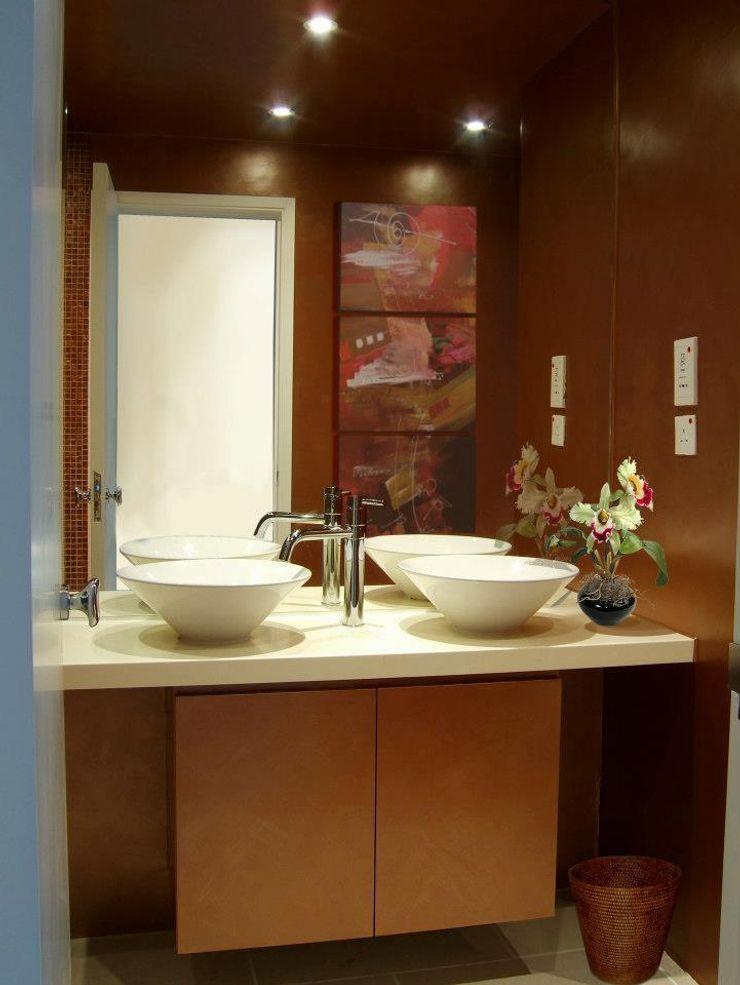 Master Bathroom Oui3 International Limited Modern houses