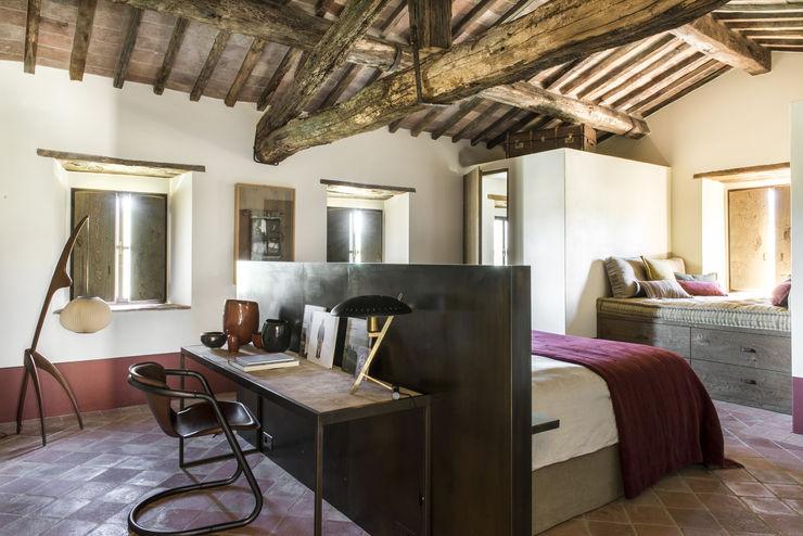 dmesure Mediterranean style bedroom