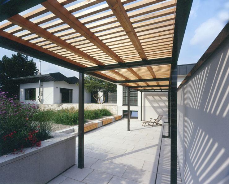 Pergola tredup Design.Interiors Modern Garden