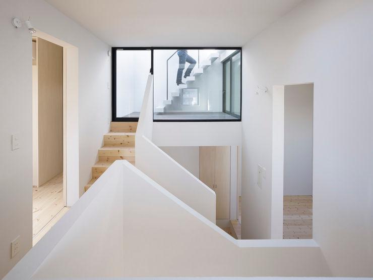 青戸の住宅 ハイランドデザイン一級建築士事務所 ミニマルスタイルの 玄関&廊下&階段